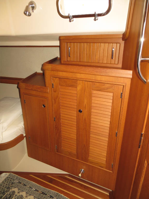 Aft stateroom cabinetry